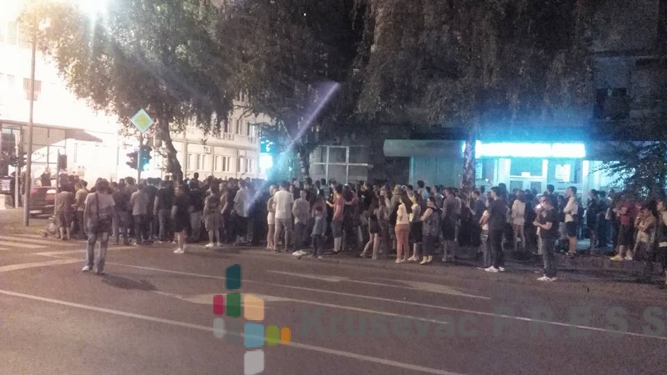 """Protesti ispred Policijske uprave zbog hapšenja vlasnika kafea """"Grizli"""""""