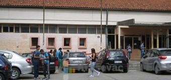 Masovna tuča učenica Hemijske škole ispred Hale sportova!