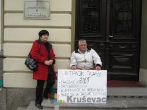 "Gordana i Radoljub Todorović su ogorčeni na lokalnu vlast i JKP ""Vodovod"" foto S.Milenković"