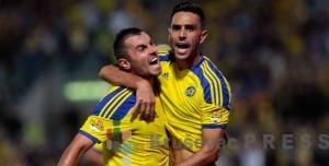 Nikola Mitrović i Eran Zahavi, najbolji strelac Makabija, proslavljaju pobedu FOTO: www.maccabi-tlv.co.il