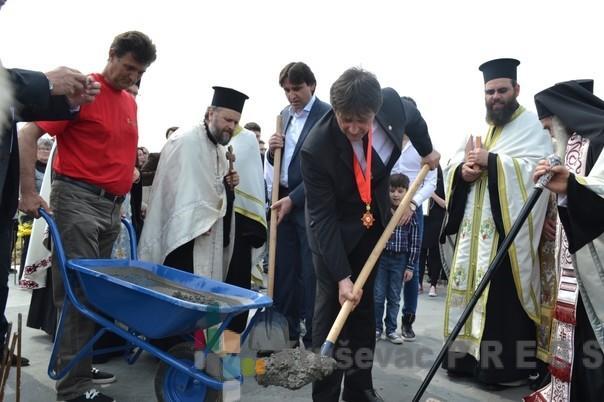 Patrijarh Irinej osveštava crkvu na Bagdali