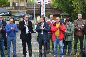 Gradonačelnik Dragi Nestorović prima zahvalnicu Kineziološkog saveza Srbije FOTO: www.krusevac.rs