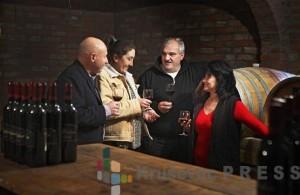Andres Karlson, Slađana Savić, Aleksandar Milutinović i Bisa Bolina uživaju u vinima