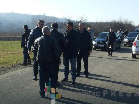 Bratislav Gašić prilikom posete selu Vratare FOTO: Blic