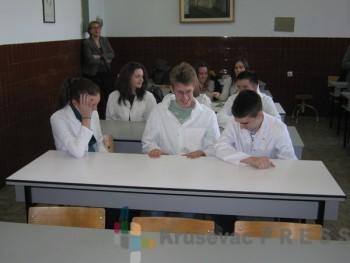 """""""Henkel"""" je donirao opremu za kabinet hemije u Gimnaziji FOTO: S.Milenkovic"""