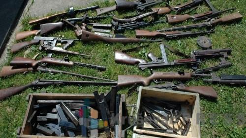 AKCIJA POLICIJE: U stanu krio automatsku pušku i drogu!