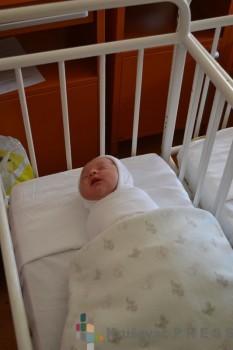 Lola Minaković je rođena šest minuta nakon ponoći FOTO: krusevac.rs