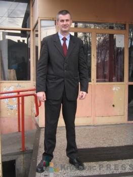 """Miloš Kraljević iz agencije """"Target"""" brine o bezbednosti učenika Hemijsko-tehnološke škole FOTO: S.Milenković"""