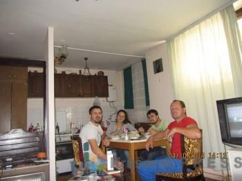 Danijela sa braćom na porodičnom ručku FOTO: porodični album