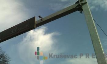 Lažna kamera na stubu iznad puta Kruševac - Trstenik, kod škole u Čitluku