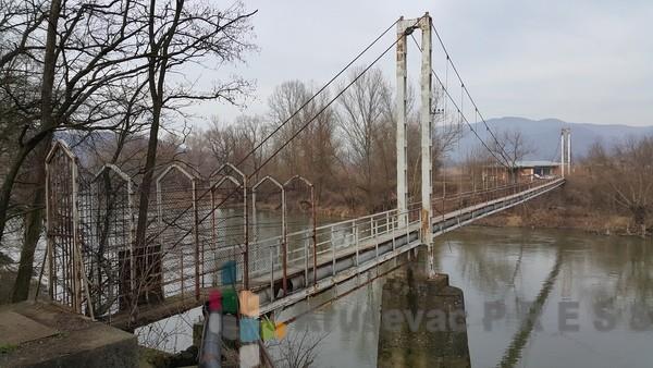 Nemci pomažu izgradnju visećeg mosta