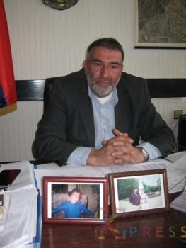 Sanjine fotografije na radnom stolu Zorana Milenkovića FOTO: S. Milenković