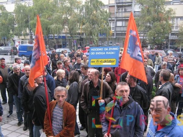 """Bivši radnici IMK """"14. oktobar"""" nikome ne trebaju: Mladi za penziju, za poslodavce prestari!"""