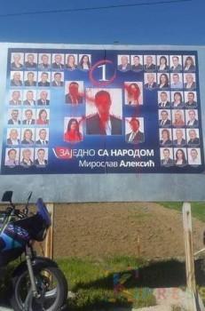 """Bilbord koalicije """"Miroslav Aleksić - Zajedno sa narodom"""" prekriven crvenom bojom"""