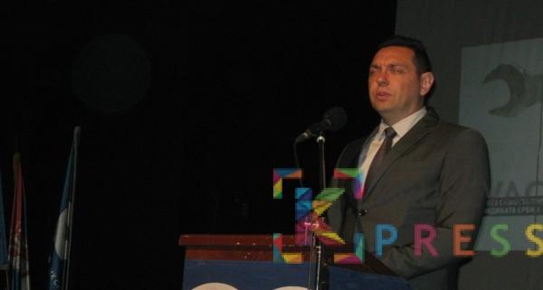 Vulin najavio donošenje novih zakona za zaštitu sezonskih radnika