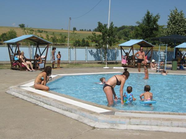 Kupanje na otvorenim bazenima tek od sredine jula