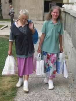 Pavlija Beljić i Radica Ivanović već 40 dana spavaju po kruševačkim parkovima i u hodniku Službe hitne pomoći FOTO: S. Milenković