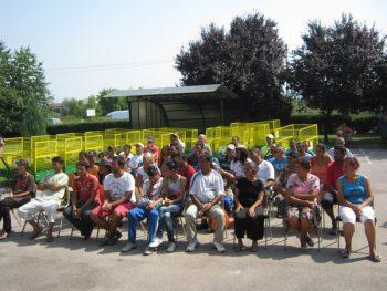 Pripadnicima romske zajednice podeljeno je 40 kolica za prikupljanje sekundarnih sirovina FOTO: S. Milenković
