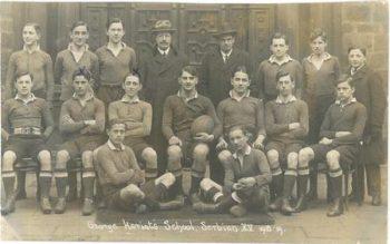 Živojin Kovačević, treći sa leve strane u gornjem redu, i Aleksandar Savić, drugi sa desne strane u gornjem redu, u ekipi Serbian XV