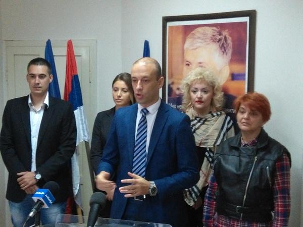 Demokrate traže ostavke Zorana Drobnjaka i gradonačelnika Kruševca!