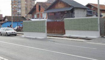 Pored romskog naselja postavljena je zvučna barijera u dužini od 120 metara
