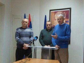 Milija Jezdić, Srđan Milivojević i Dragoljub Gajić na konferenciji za novinare Demokratske stranke FOTO: CINK - S.Milenković