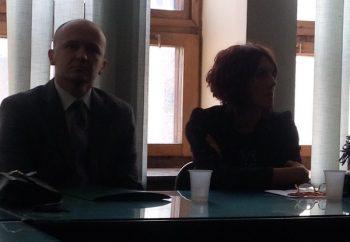 Dejan Milenković, zamenik osnovnog javnog tužioca, i Vesna Raković, rukovodilac internog tima CSR Kruševac FOTO: CINK
