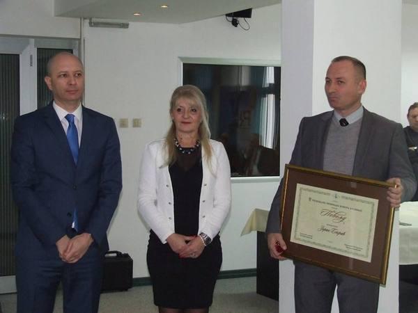 Zoran Bekric desno sa priznanjem za menadzera godine foto s.milenkovic