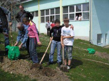 """Škola u Dvoranu je za poslednjih deset godina """"izgubila"""" skoro 90 đaka"""