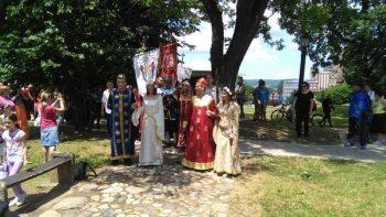 Srednjevekovno venčanje u Lazarevom gradu privuklo je veliki broj znatiželjnika FOTO: CINK - S.Milenković