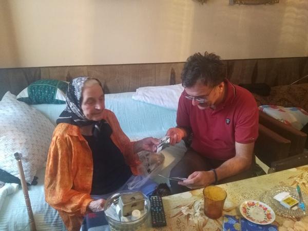 Starima potrebna pomoć ali i lepa reč!