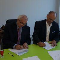 Zoran Milosavljević i Vojislav Sparavalo prilikom potpisivanja ugovora