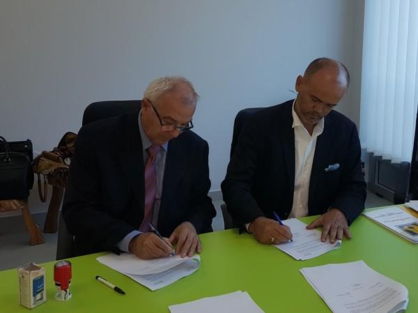 Potpisivanje ugovora o preuzimanju IMK 14. oktobar(Milosavljevic levo, Sparavalo desno)