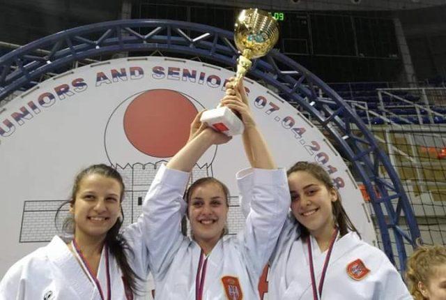 Pet medalja za mlade karatiste