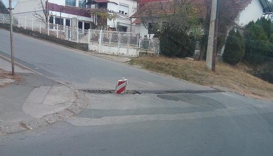 KOMUNALNA PATROLA: Zamka za vozače na uglu Njegoševe i Pećke ulice