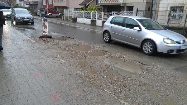 "KOMUNALNA PATROLA: Rupa u Kosovskoj ulici ""vreba"" vozače!"