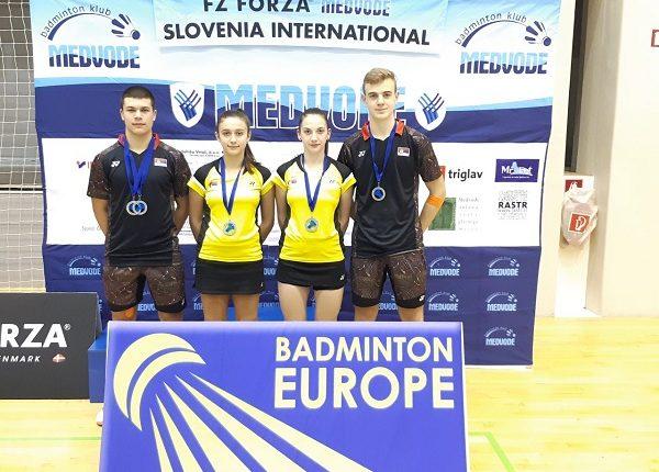 BADMINTON VIKEND U SLOVENIJI: Pet medalja za Kruševljane!