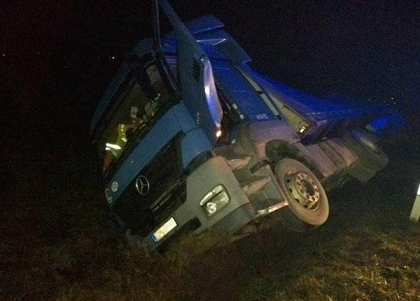 SAOBRAĆAJNA PATROLA: Kamion sleteo sa puta!