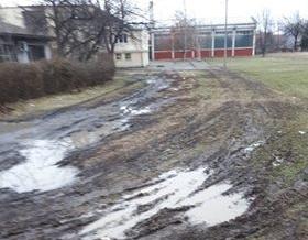 KOMUNALNA PATROLA: Blatnjavo dvorište škole u Parunovcu