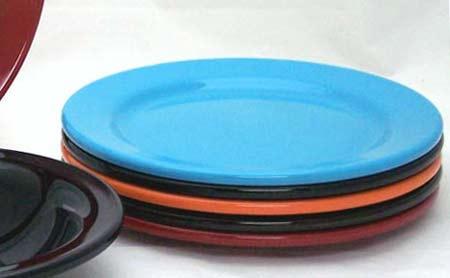 EU ODLUČILA: Zabranjeno korišćenje plastičnih tanjira i slamčica!