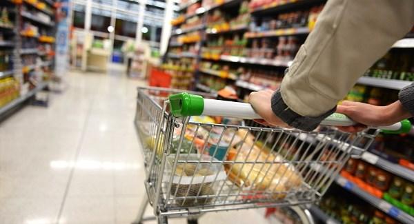 NA DNU EVROPSKE LESTVICE: Srbi četvrtinu plate troše na hranu!