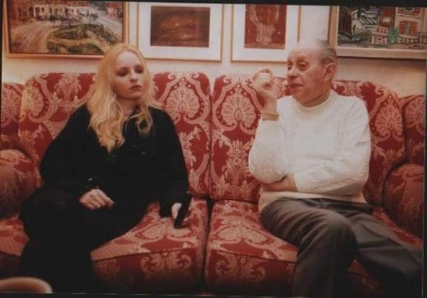"""GLUMICA JOVANA PETROVIĆ, UNUKA LEGENDARNOG ČKALJE: """"Deda je imao divne priče iz Kruševca ali ne i prijatelje!"""""""