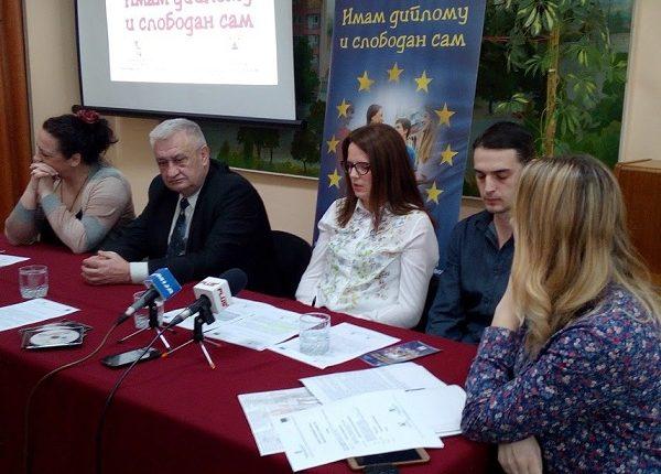 """""""IMAM DIPLOMU I SLOBODAN SAM"""": Formirana Baza podataka dece u riziku"""