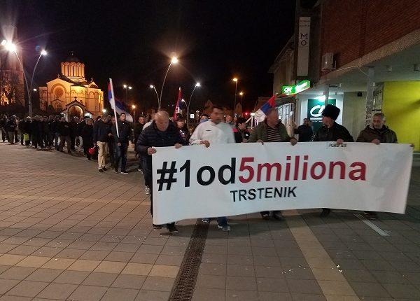 """""""1 OD 5 MILIONA"""" U TRSTENIKU: """"Srbija u zlatnom dobu a izvršitelji pljačkaju narod!"""""""