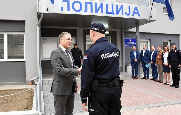 MINISTAR NEBOJŠA STEFANOVIĆ U ALEKSANDROVCU: Otvorena zgrada nove policijske stanice