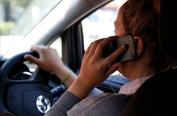 UVOĐENJE REDA: Za telefoniranje u vožnji – kazna 1.700 evra!