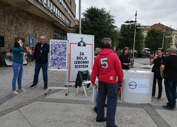 """ULIČNA AKCIJA NACIONALNE KOALICIJE ZA DECENTRALIZACIJU: """"Narodni a ne partijski poslanik"""""""