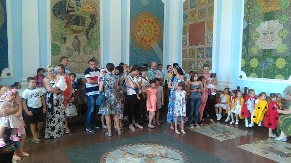 """AKCIJA """"TREĆE DETE"""": Poklon čestitka za 53 porodice"""