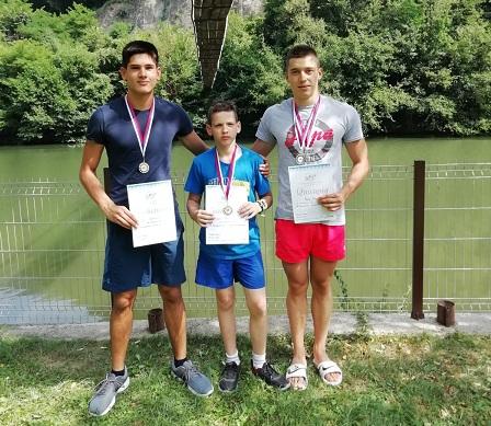 USPEH PLIVAČA NAPRETKA: Dva zlata i dva srebra na maratonu u Čačku