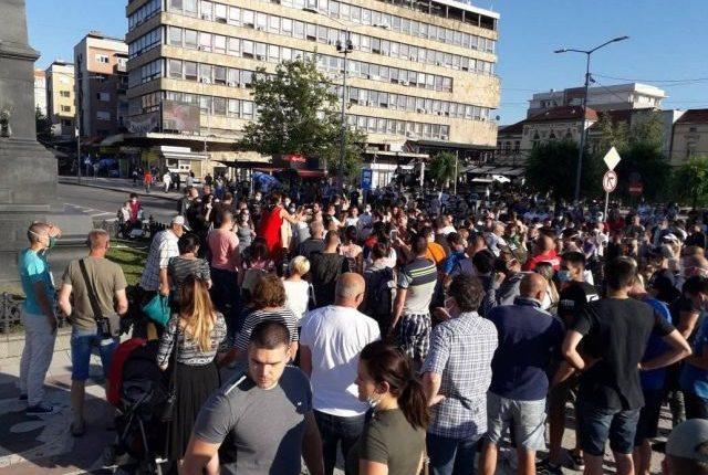 PROTESTI I U KRUŠEVCU: Podrška demonstrantima, protiv policijske brutalnosti!